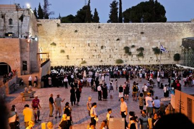 Crowds gather at the Kotel for the first night of Rosh Hashanah, the Jewish New Year. Credit: Claudia Cheffs